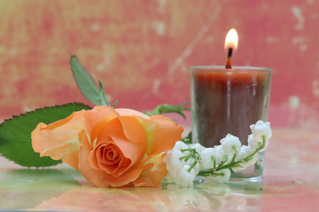 Flower Candle Decoration Romantic  - ARLOUK / Pixabay